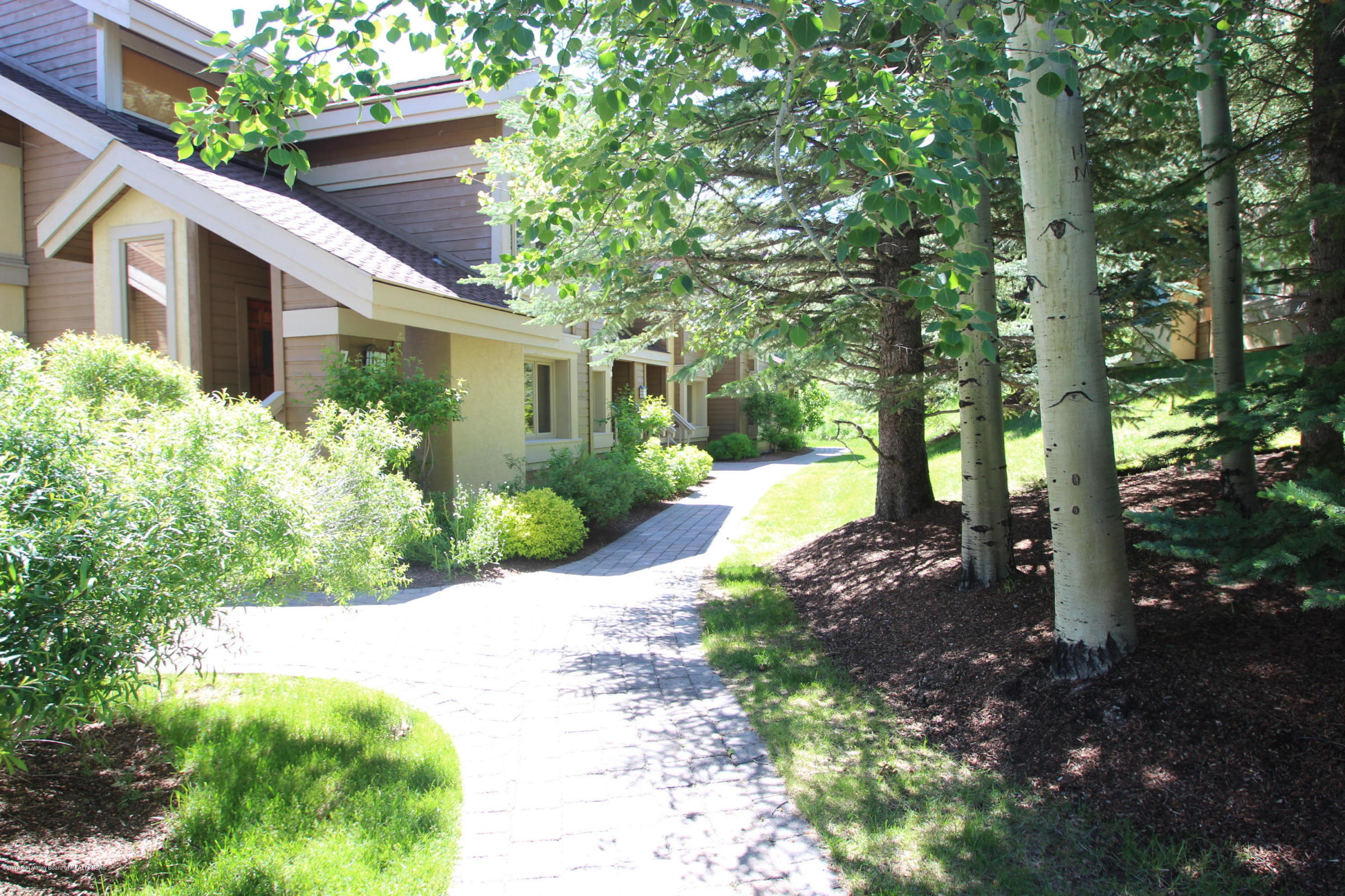 Sun Valley Walk to Lifts - $319,000